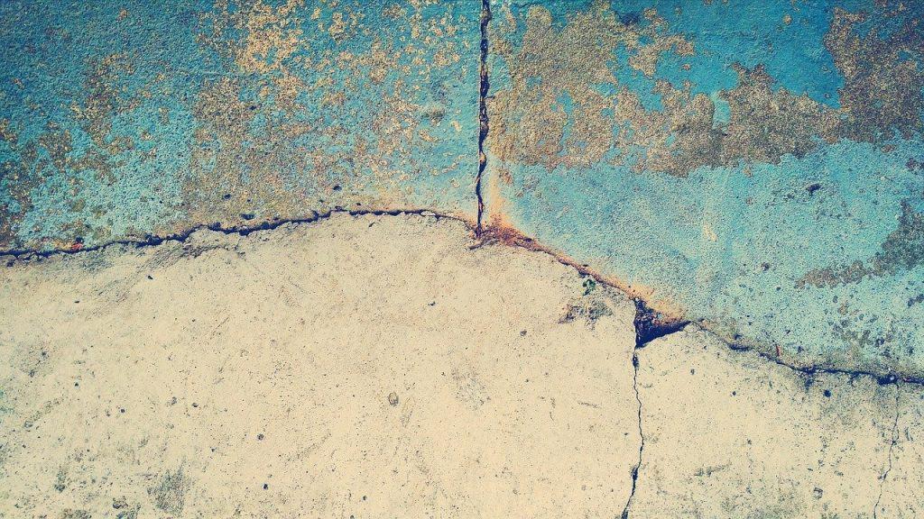 סדקים בקיר